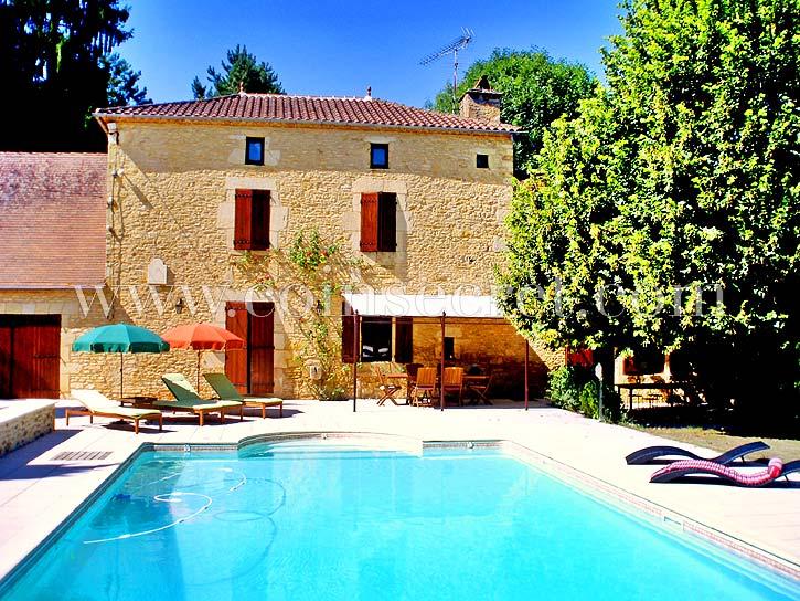 location maison 12 personnes avec piscine